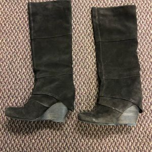 Fergie tall suede brown boots